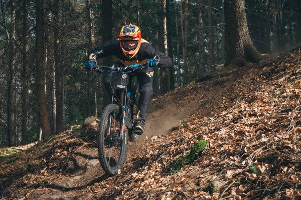 severinwegenerphoto-mtb-downhill-bozen_kohlern-bliss_protection-mischa