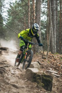 severinwegenerphoto-mtb-downhill-bozen_kohlern-cube-global_squad-max_hartenstern