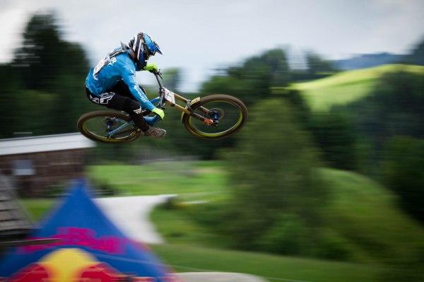 severinwegenerphoto-mtb-uci_downhill_worldcup-leogang-bernard_kerr