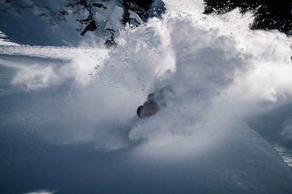 severinwegenerphoto-snow-kuehtai-thomas-powder_spray-winter