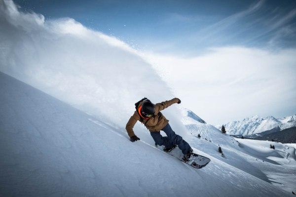 severinwegenerphoto-snow-kuehtai-thomas-powder_spray
