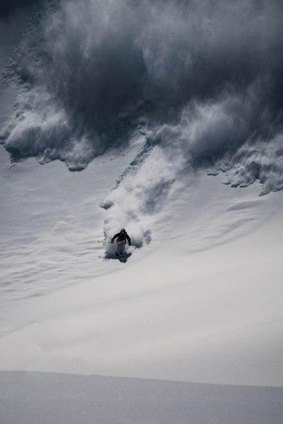 severinwegenerphoto-snow-weisssee-heinz-avalanche-ski