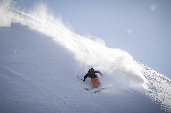 severinwegenerphoto-snow-zillertal-andi-powder_spray